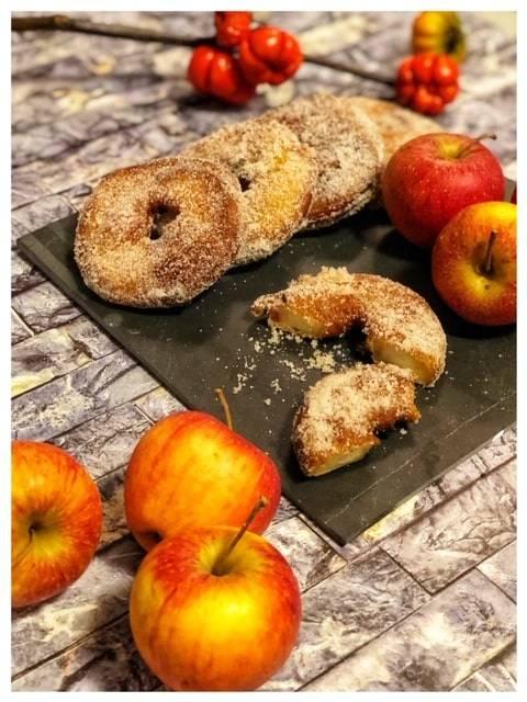 Apfelringe im Teigmantel
