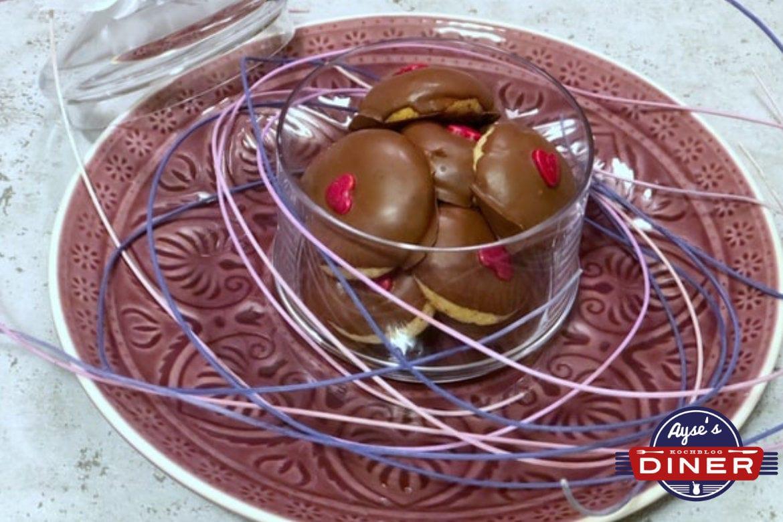 Husarenkrapfen mit Schokolade - Engelsaugen Rezept