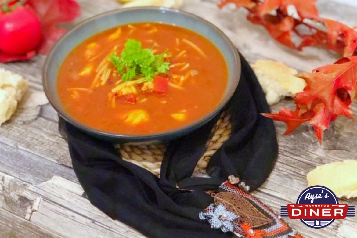 Nudelsuppe mit Huhn
