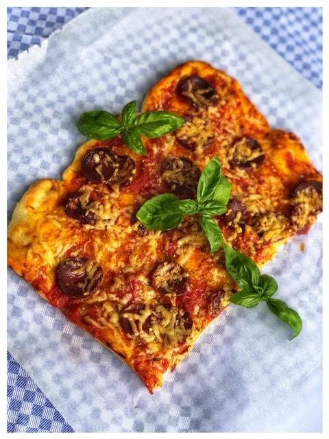 Pizza mit Sucuk