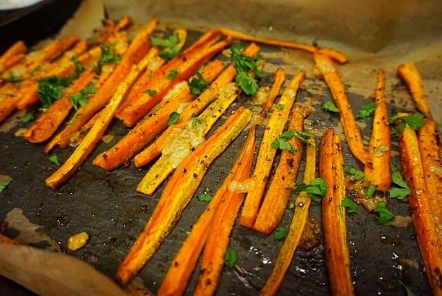 Low Carb Vegane Karotten Pommes mit Permasan