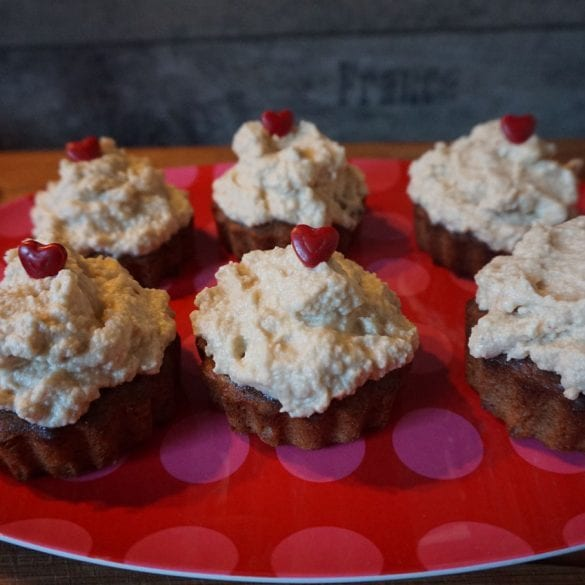 Erdnussbutter-Schoko-Cupcakes mit Frosting