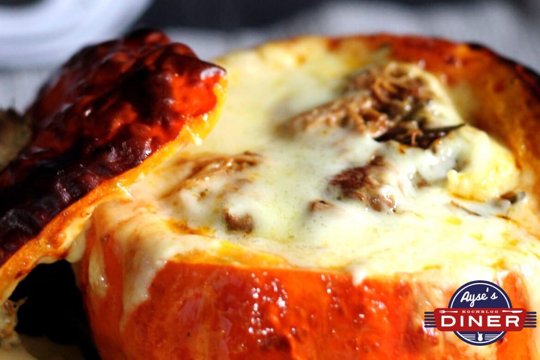 Gefüllter Kürbis Kalbsragout und Käse