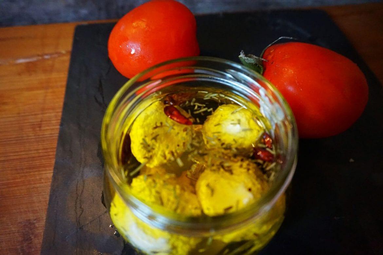 Mozzarella in Olivenöl mit Chili