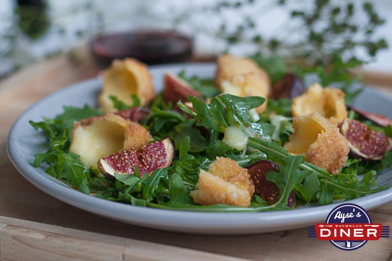 Rucola-Feigen-Salat mit frittierten Käseecken