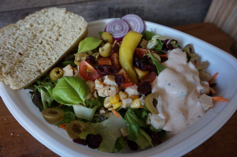 Salat mit Cranberries und Mais