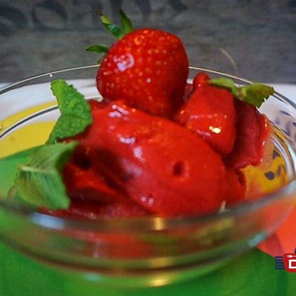 Vegane Erdbeersorbet
