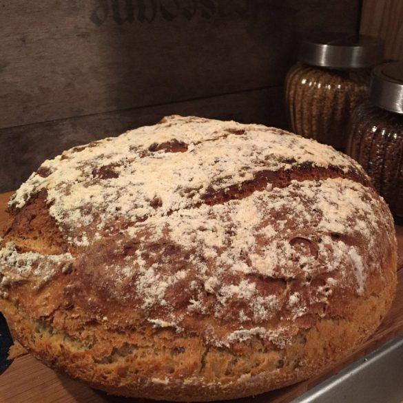 Dinkel Brot mit Leinsamen und Joghurt