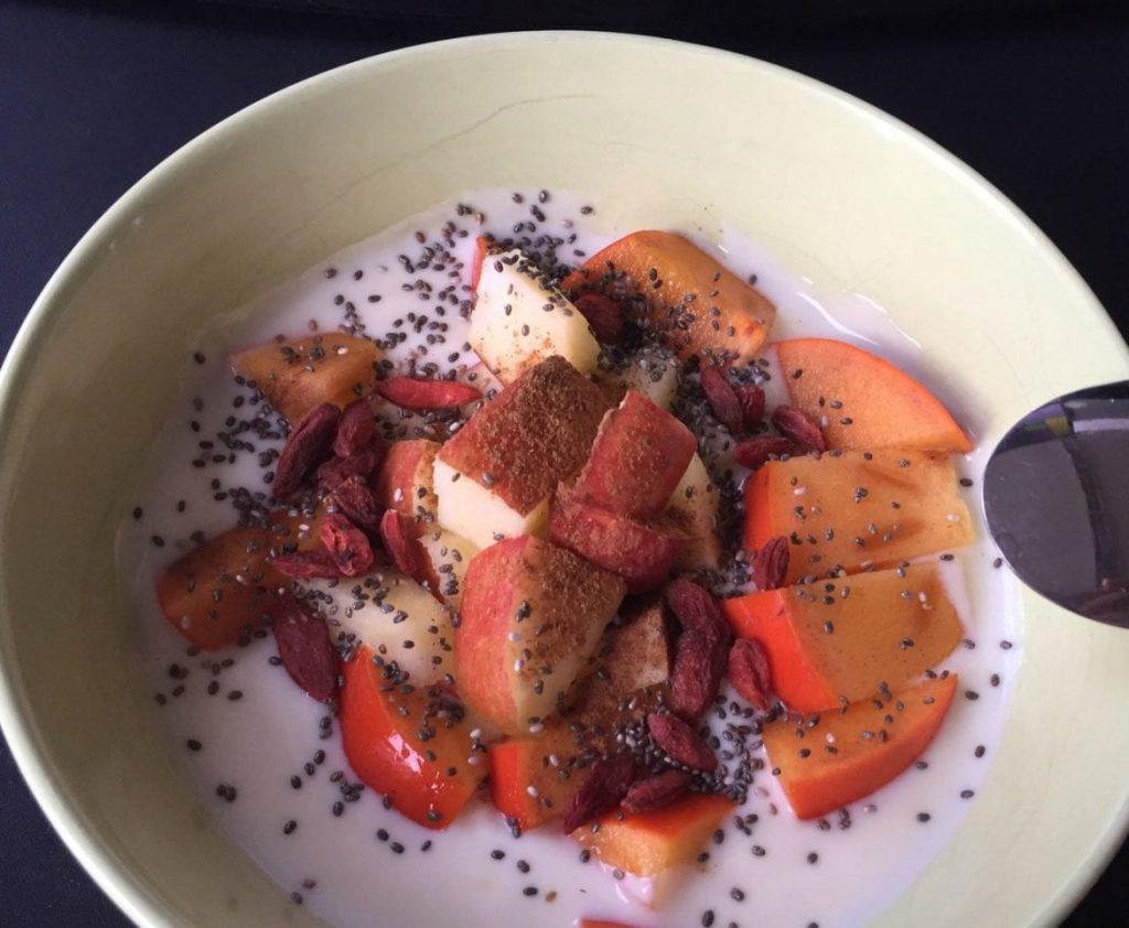 Joghurt mit Mango-Chiasamen-Gojibeeren