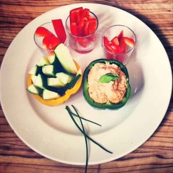 Tomaten-Feta Dip mit Gemüse