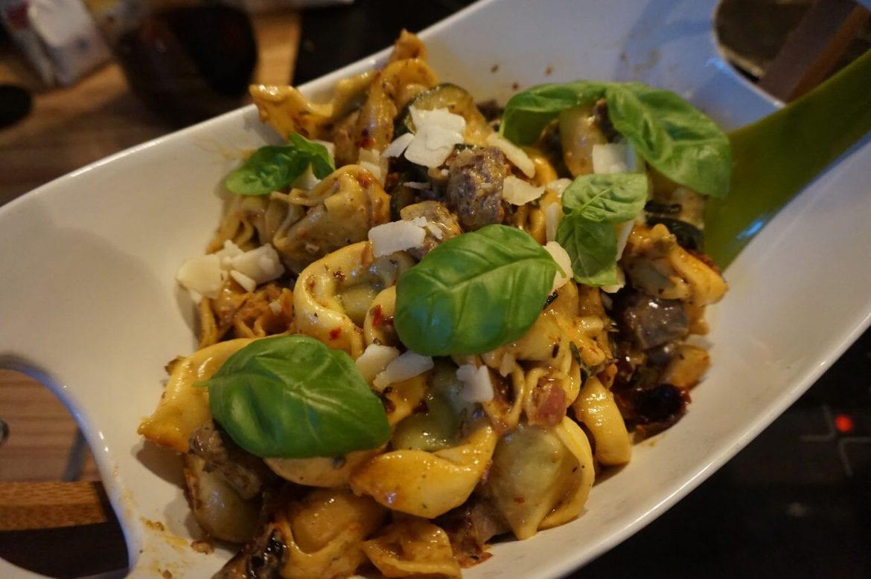Tortellini mit Zucchini und getrockneten Tomaten
