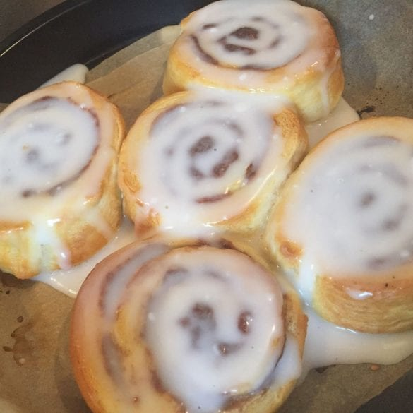 einfache Cinnamon Rolls mit Frosting