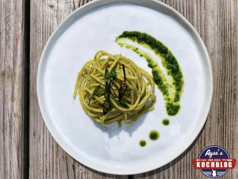 Grüner Spargel Pesto