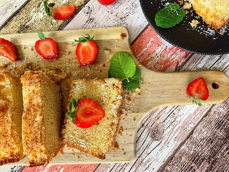 Buttermilchkuchen mit Kokos und Mandeln